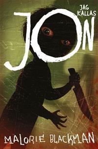 Malorie Blackman. Jag kallas Jon. Jon befinner sig på sjukhus där han får lugnande sprutor med de skräckdrömmar som jagar honom. I drömmarna är det någon som hugger honom med kniv och varje gång Jon vaknar är han övertygad om att han förlorat ännu en kroppsdel, vilket han inte har... Men varför återkommer skräckdrömmen!?  (Lättläst med grafiska illustrationer)
