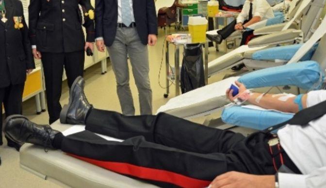 Continua l'emergenza sangue, anche i militari in fila per donare. Situazione critica in molte regioni - http://www.sostenitori.info/continua-lemergenza-sangue-anche-militari-fila-donare-situazione-critica-molte-regioni/276393