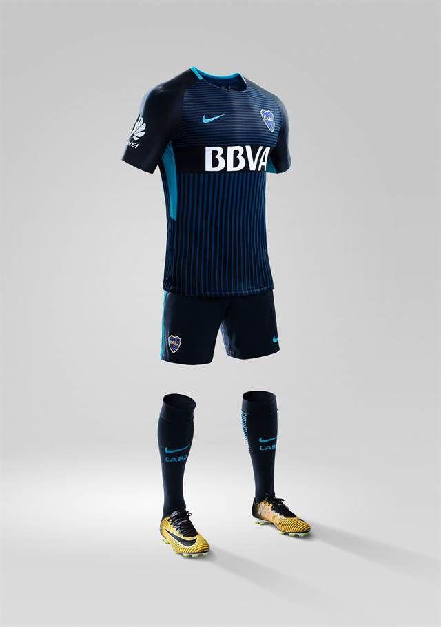 Azul con rayas negras  cómo es la nueva camiseta alternativa de Boca Boca  presentó en sociedad su tercera equipación de la temporada. Foto  Prensa  Nike 5743b5630ebd9
