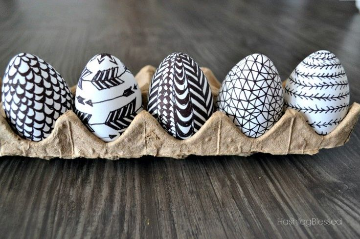 I'm a doodler, I LOVE to doodle. It's mindless and messy, yet creative all at the same time! When I found these plastic Easter Eggs with a matte finish I knew t…