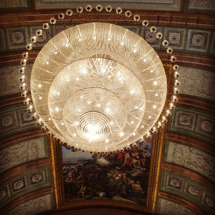 Salone del Maggior Consiglio, one of the two huge and typical chandeliers