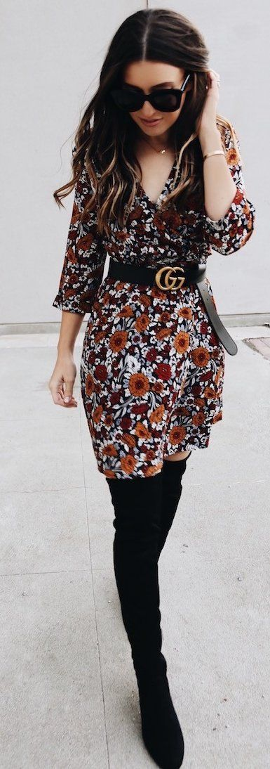 Not at all my usual look but I like it and I'd look cute in an.outfit like this #fall #trending #street #outfits | Little Floral Dress