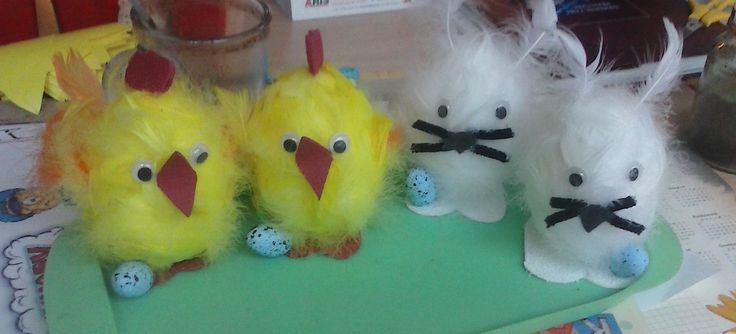 kurczaczki i króliczki wielkanocne - wykonane z jajek styropianowych i piórek