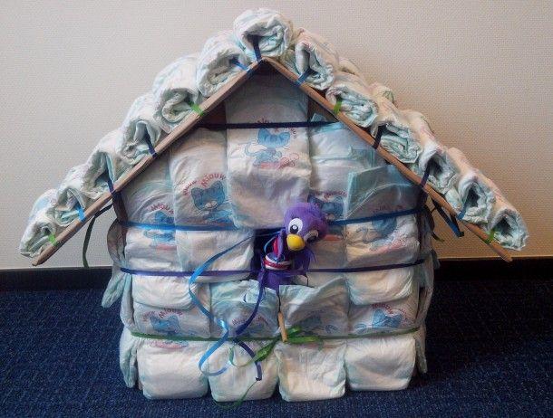 Vogelhuis van luiers gemaakt voor kraamvisite Mees ! Door Dodi