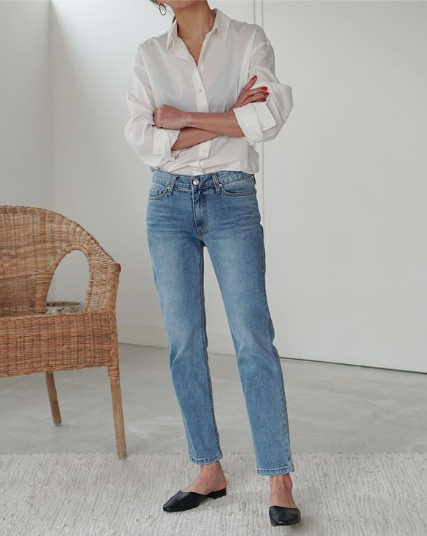 jeans and white shirt #denim #whiteshirt #ootd