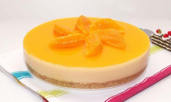 Receta fácil para hacer la Tarta mousse de naranja, un postre delicioso.