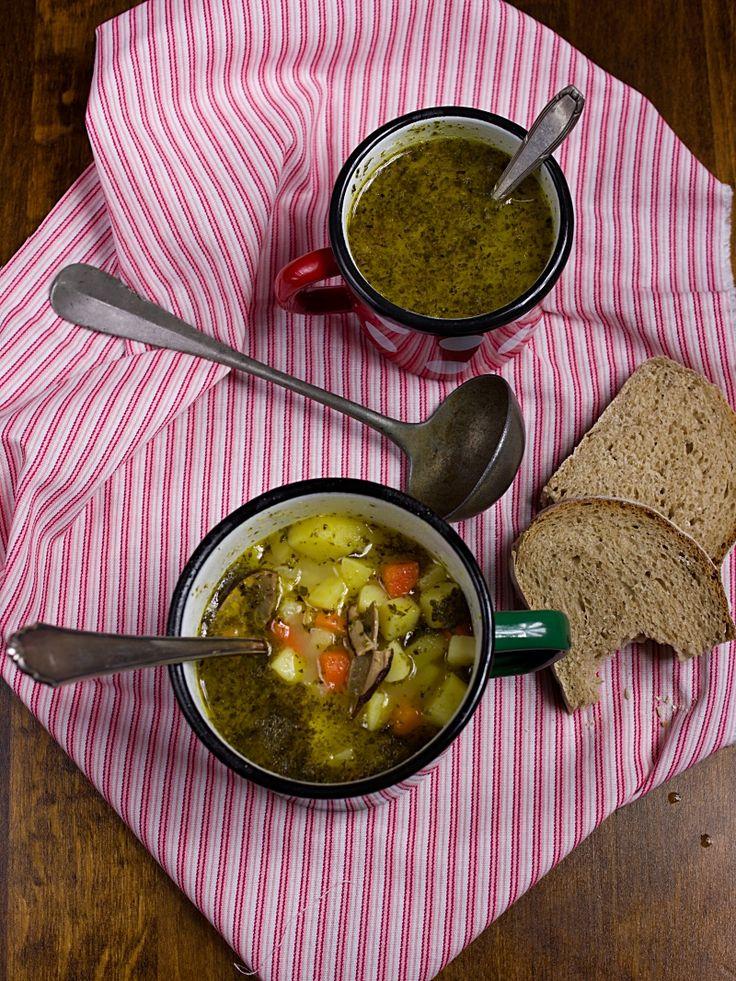 Bramboračka je typická česká polévka a zná ji snad každý. Já si oblíbila recept z kuchařky Romana Vaňka. Poléva je hustá, sytá a plná zeleni...
