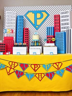 Superhero party - Tablescape/backdrop