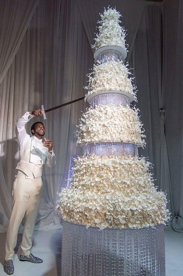 Gucci Mane and his wife's wedding cake [796x1199] http://ift.tt/2gmOvBr