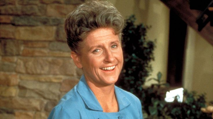 """Emmy-winning actress Ann B. Davis, who is best known for her role as housekeeper Alice Nelson in the """"The Brady Bunch,"""" died Sunday. She was 88. She died of a head injury Sunday after falling in her San Antonio, Texas home."""
