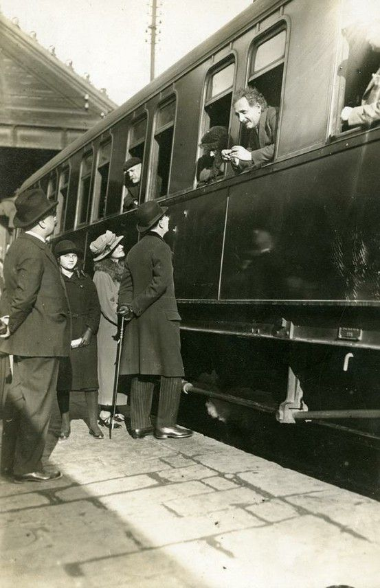 """Barcelona, 28 de febrer de 1923 """"Albert Einstein a l'estació de França""""    by AFB."""