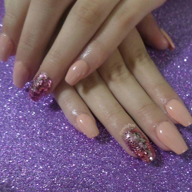 Esculpidas + esmaltado y glitter para @lukbre_  #nails #nailstagram #instanails #nails2inspire #sculptednails #acrylicnails #coffinnails #squareletto #polishnails #lovenails #glitternails #sallyhansen #nudepolish #l4l #like4like #forlike #follow #followme #uñas #uñasacrilicas #uñasesculpidas #esmalte #noelialafrannails