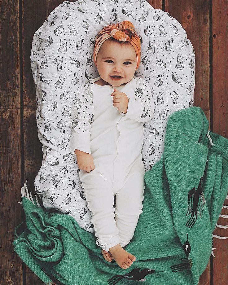 moderne Babyprodukte. Dock ein tot. Kuschel dich an mich. Babydecken. – Baby