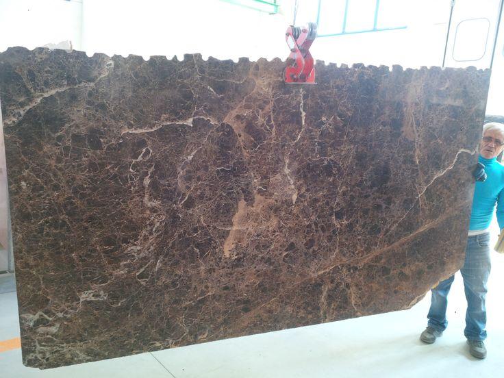 Arrivate in #deposito bellisime #lastre di #marmo #Marroneemperador ! #arredamento #marmeria #marmi #stone #architettura