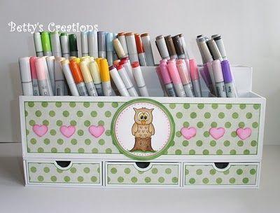 http://bettys-creations.blogspot.com/2010/04/groe-stiftebox-mit-schubladen.html