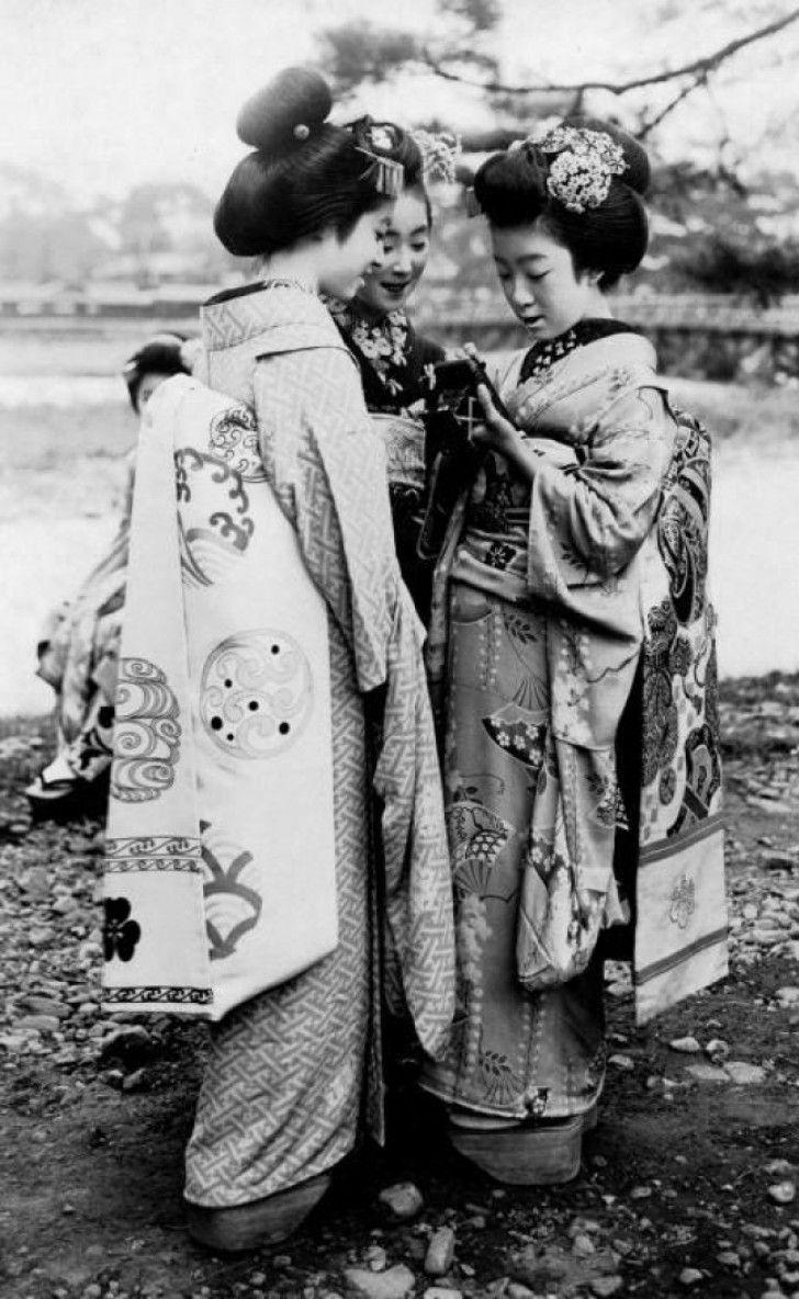 Geisha's in de jaren 20 - 21 Kleine Stukjes Geschiedenis Doorgegeven Dankzij Zeldzame Foto's Van Toen