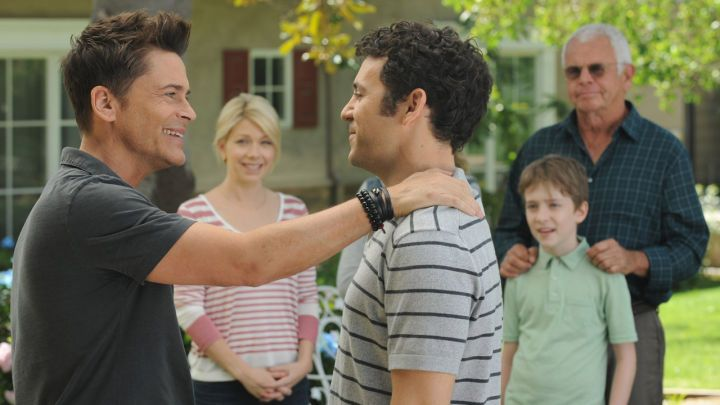FOX Cancels Bordertown The Grinder and More  Several shows among FOX's freshman lineup won't continue for a second season as its pair of new comedies The Grinder and Grandfathered have been canceled.  According to The Hollywood Reporterthe network's duo of underperforming Tuesday night shows are joined by several other newcomers including Bordertown andCooper Barrett's Guide to Surviving Life.   Rob Lowe and Fred Savage in The Grinder  Continue reading…