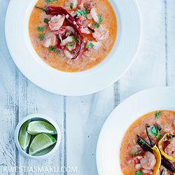 Curry pomidorowe z krewetkami