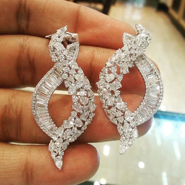 dhakandubaimallBeautiful Designed Diamond Earring! For details please WhatsApp +971507494260 / Kik - dhakandubaimall