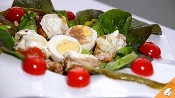 Теплый салат из козьего сыра с помидорами черри