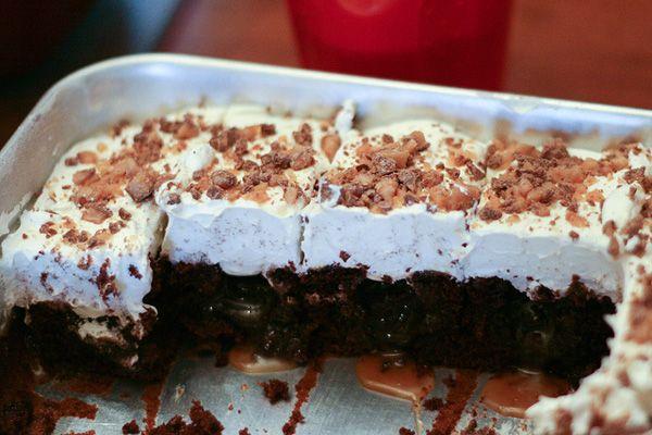 """Poke"" Cake: Cakes Make, Chocolates Cakes, Poke Cakes, Discount Nike, Heath Cakes, Bar Cakes, Cakes What S For Dinn, Cakes Yum, Sex Cakes"