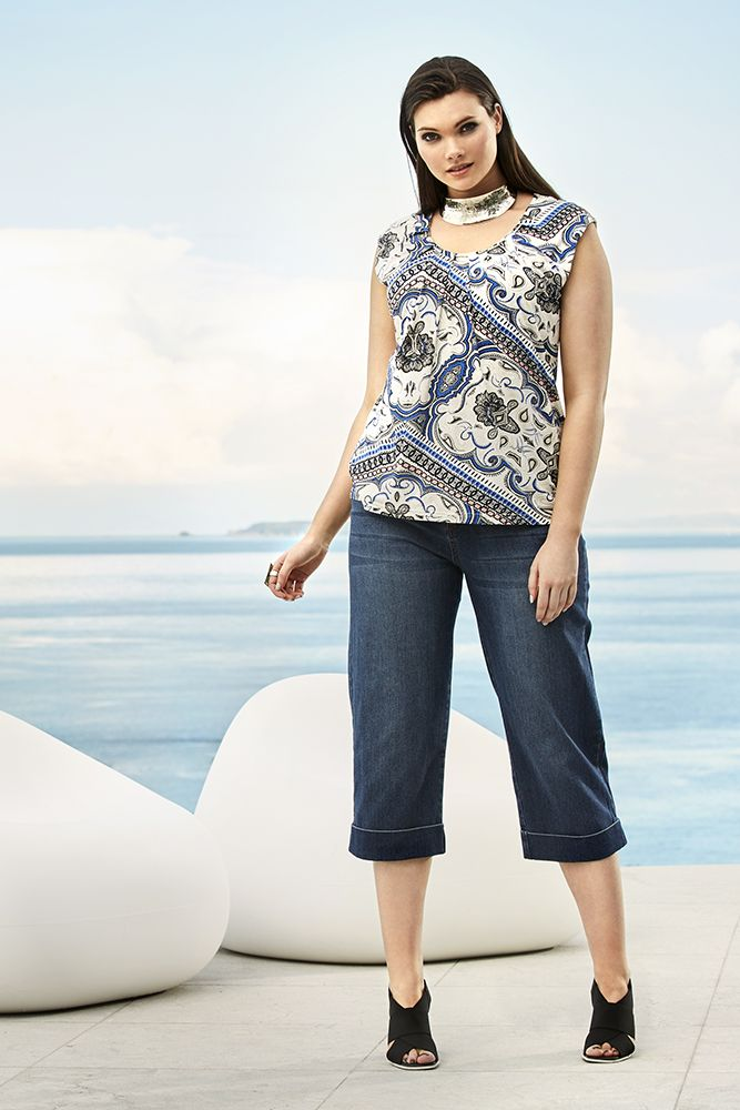K&K plus size curvy fashion. European holidays await in this outfit! Denim culottes are the hottest look of the summer and go with everything.