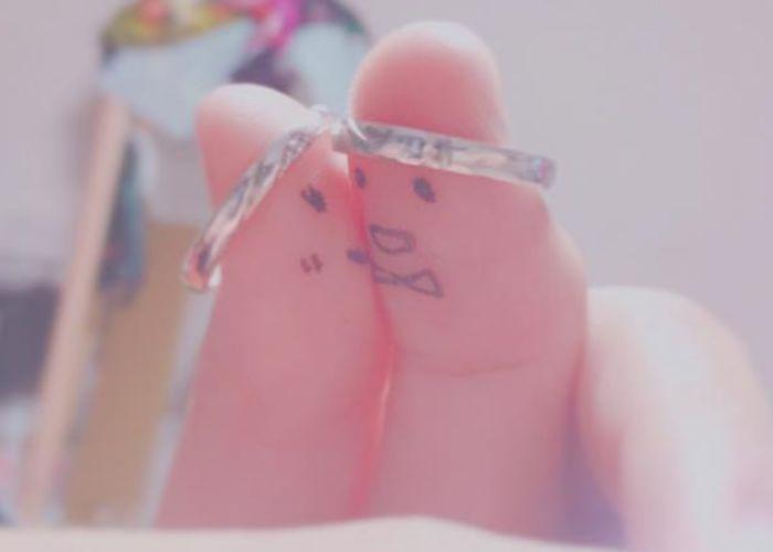 結婚指輪・婚約指輪を買ったら絶対撮りたい♡お茶目で可愛い『親指ショット』の撮り方アイデアまとめ*