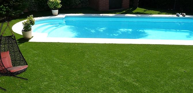 Piscina de c sped artificial piscina de c sped o tarima - Cesped artificial piscinas ...