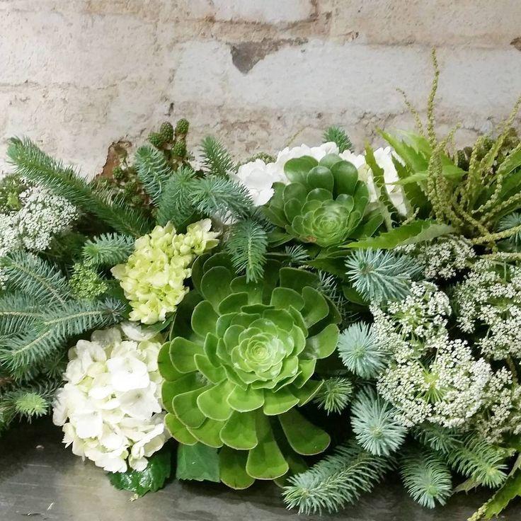 """The count down has begun! #christmas #tablesetting #tablecenterpiece #flowersvasette #summer #succulent #spruce"""