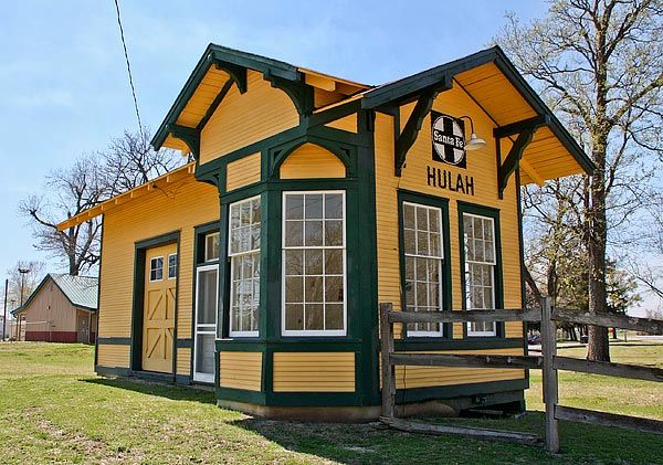50 best gatehouses caretaker cottages and train depots for Railroad depot plans