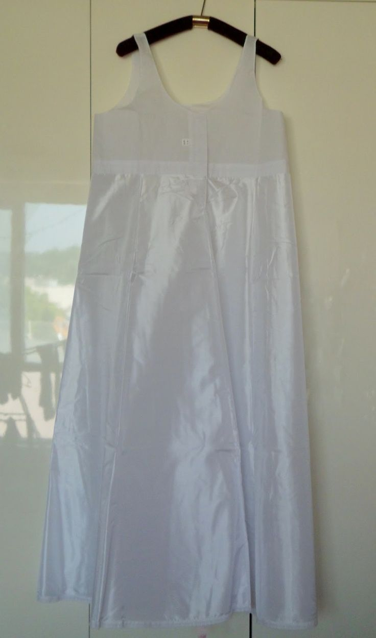 Female Hanboks have three different parts to it. The first part is the sokchima. This is the undergarment you wear under the Hanbok. It is similar to a petticoat.