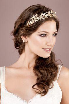 Penteado de noiva - Rabo de cavalo com Tiara dourada de folhinhas (Foto: Raquel Espírito Santo) #casamento #noiva #penteado