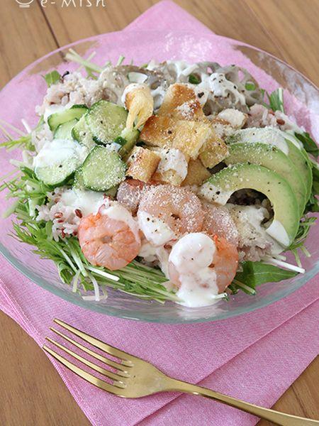 食欲の秋はこれで乗り切る♡腹持ち抜群の「サラダボウル」レシピ7選 - LOCARI(ロカリ)