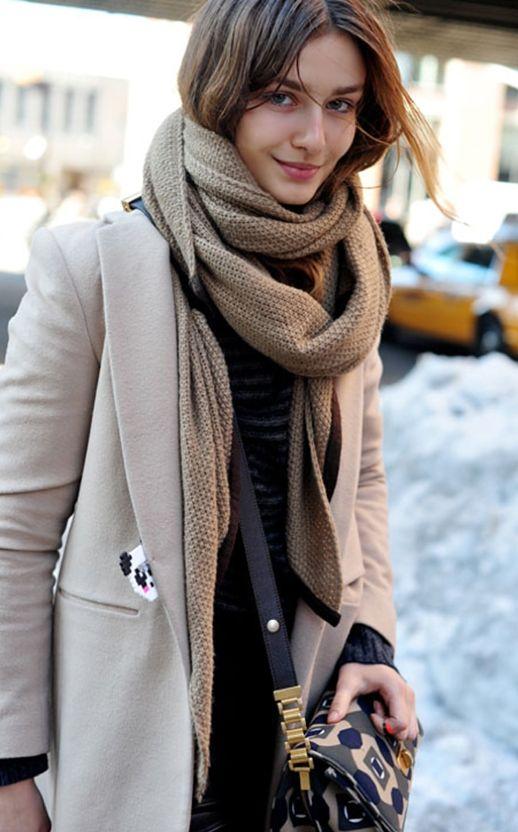 Andreea Diaconu // fresh face, waffle scarf, beige coat and printed bag #style #fashion #modeloffduty #streetstyle