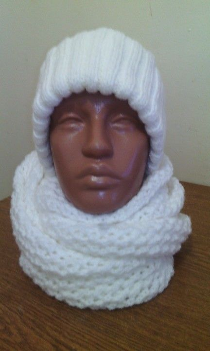 Caciula si fular circular tricotat