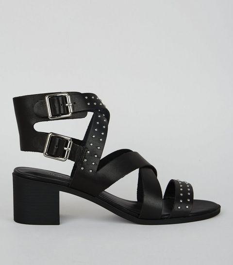 Sandales à talons noires en cuir clouté