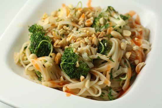 broccoli pad thai: Food Recipes, Favourite Recipes, Dinners Recipes, Pads Thai, Favourit Recipes, Cooking, Recipes I D, Favorite Recipes, Vegetarian Recipes