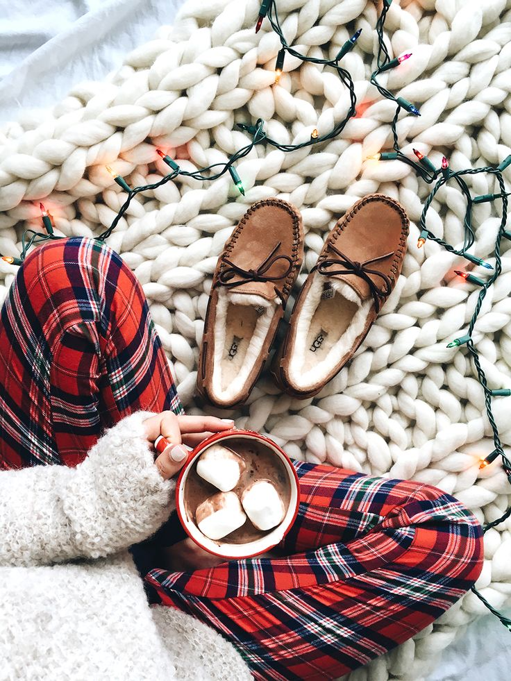 Cozy Gift Idea Ugg Slippers // LivvyLand Christmas