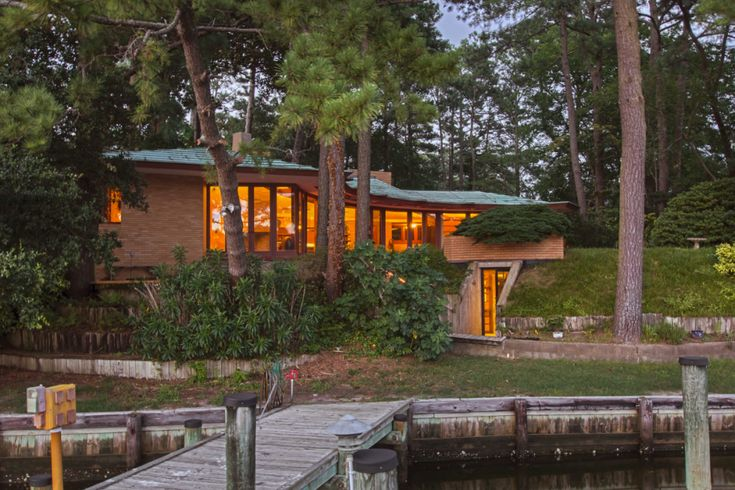 Stunning Lakeside Home By Frank Lloyd Wright Hits The Market For 275 Million
