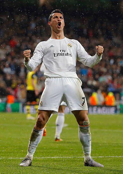 Cristiano Ronaldo del Real Madrid celebra después de anotar durante el partido de cuartos de final de la UEFA Champions League partido de ida entre el Real Madrid y el Borussia Dortmund en el Estadio Santiago Bernabéu el 2 de abril de 2014 en Madrid, España.