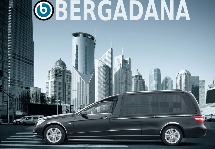 Solaris Mercedes Benz Classe E VF212. Le corbillard limousine de référence pour les services de pompes funèbres, équipé de son et écran LCD pour immortaliser l'adieu en live selon le souhait de la famille. bergadana.com France AUTOFUNER autofuner.com