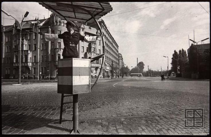 Pavol Poljak: Bratislava. Šafárikovo námestie II. (1971)
