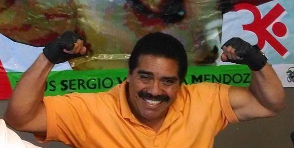 """Nadadores de Ensenada despiden con homenaje al """"Tiburón Negro"""" - http://notimundo.com.mx/deportes/nadadores-de-ensenada-despiden-con-homenaje-al-tiburon-negro/11404"""