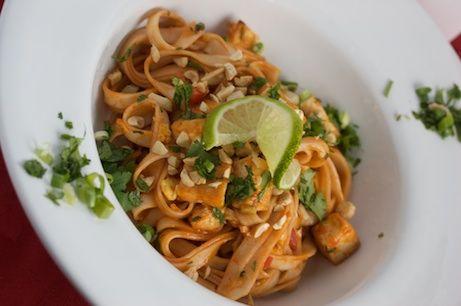 pad thai: Pad Thai Recipes, Pads Thaibig, Tofu Pads, Tiny Kitchens, Crispy Tofu, Pads Thai Recipes, Thaibig Flavored, Thai Food Recipes, Crispy Pads