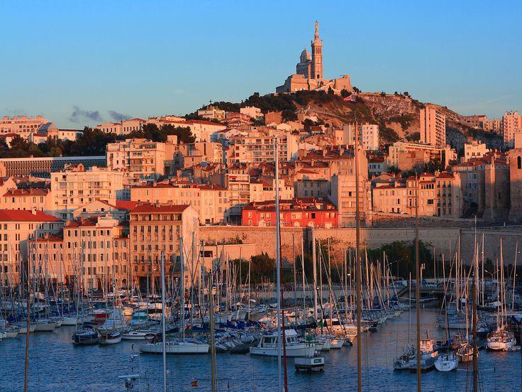 Lumière, contraste, Méditerranée... Marseille est une ville au bord de l'eau qui offre en toute saison un éventail inépuisable de visites et d'activités. La cité phocéenne, ses quartiers authentiques, ses calanques sauvages…