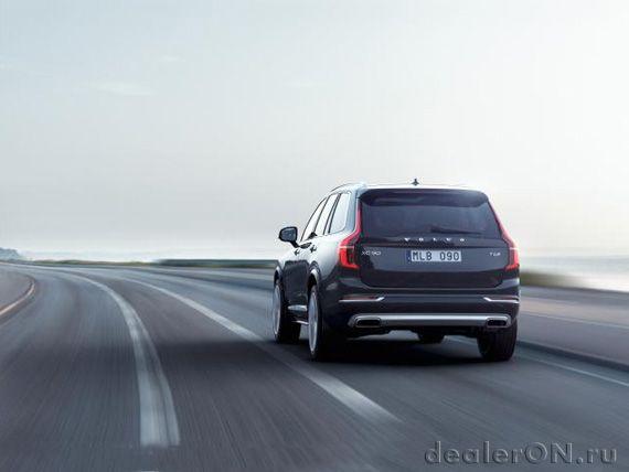 Плагин гибридный кроссовер Вольво ХС90 Т8 2015 / Volvo XC90 T8 2015 – вид сзади