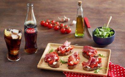 pain de campagne, tomate cerise, chèvre frais, jambon cru, ail, huile d'olive, roquette
