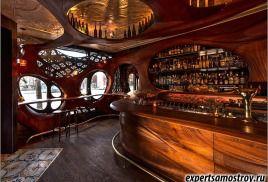 Деревянный бар в Торонто