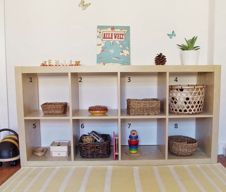 Emil und mathilda emils regal 19 monate jonis room for Montessori kinderzimmer