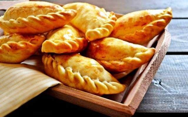 Preparar empanadas típicas: sabrosas empanadas de yuca http://www.e-recetas.com/recetario/tradicionales/cocina-peruana/preparar-empanadas-tipicas-sabrosas-empanadas-de-yuca.htm